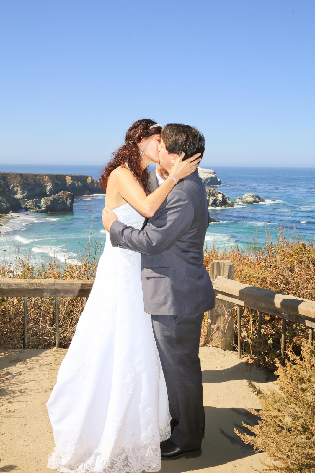destination-wedding_small-wedding_big-sur_california-coast_ocean-view_gorda_wedding-photographer_debbie-markham-4273