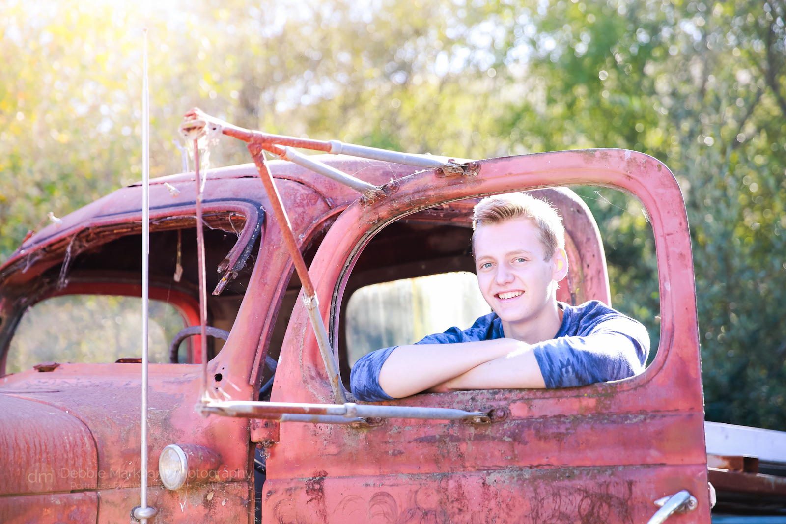 high-school_senior-portrait_boy-pose_outdoor_photos_male-senior-portrait_cambria-photographer_debbie-markham-5544