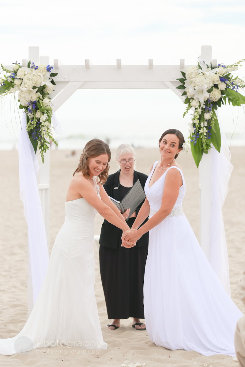 pismo-beach-wedding-photographer_sea-venture-inn_lgbt-wedding-photographer_gay-friendly-photographer_destination-wedding_california_lesbian-wedding-2